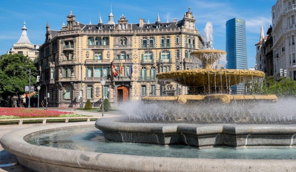 Instalan fuentes provisionales en Bilbao ante la alerta roja por altas temperaturas