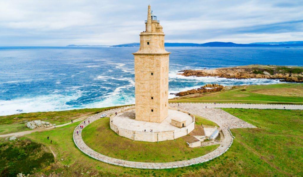 Multas de hasta 600.000 euros para turistas vascos que incumplan el registro de viajeros en Galicia