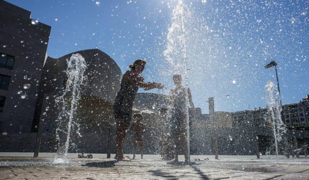 Euskadi activa hoy el aviso amarillo por altas temperaturas y riesgo de incendio