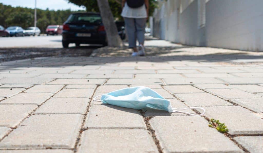 Bakio multa con 500€ a las personas que tiren mascarillas al suelo