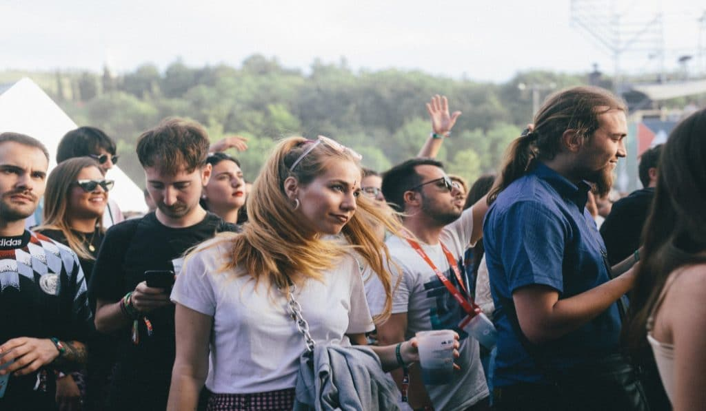 El BBK Live lanza una línea solidaria de las pulseras del festival