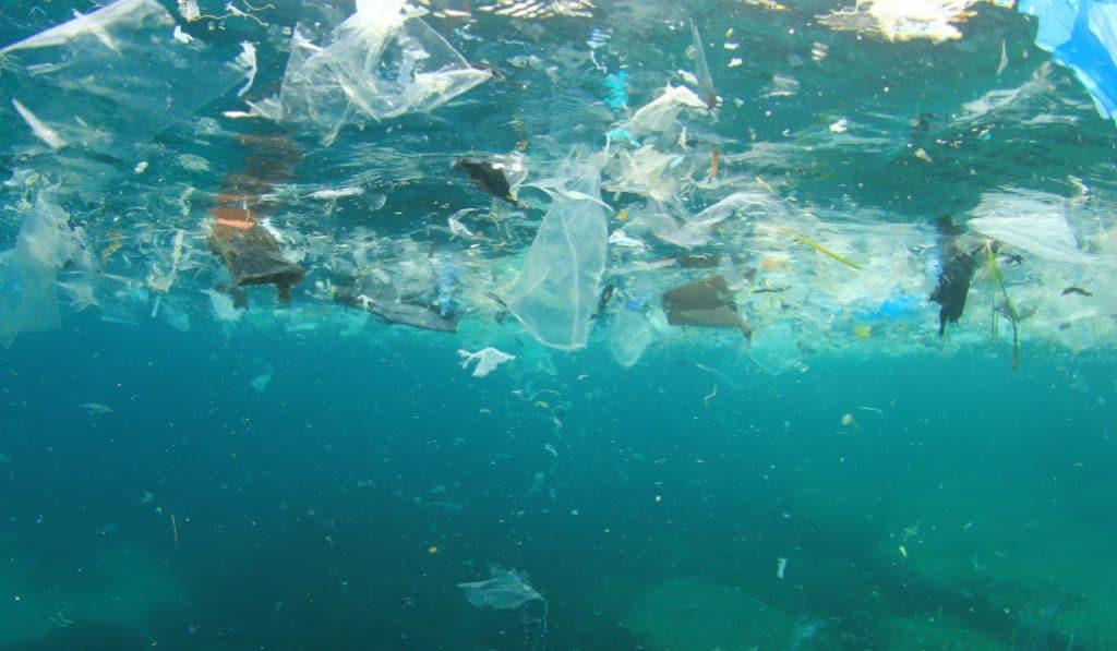 El Golfo de Bizkaia atrapa más del 85% de los plásticos que entran en él