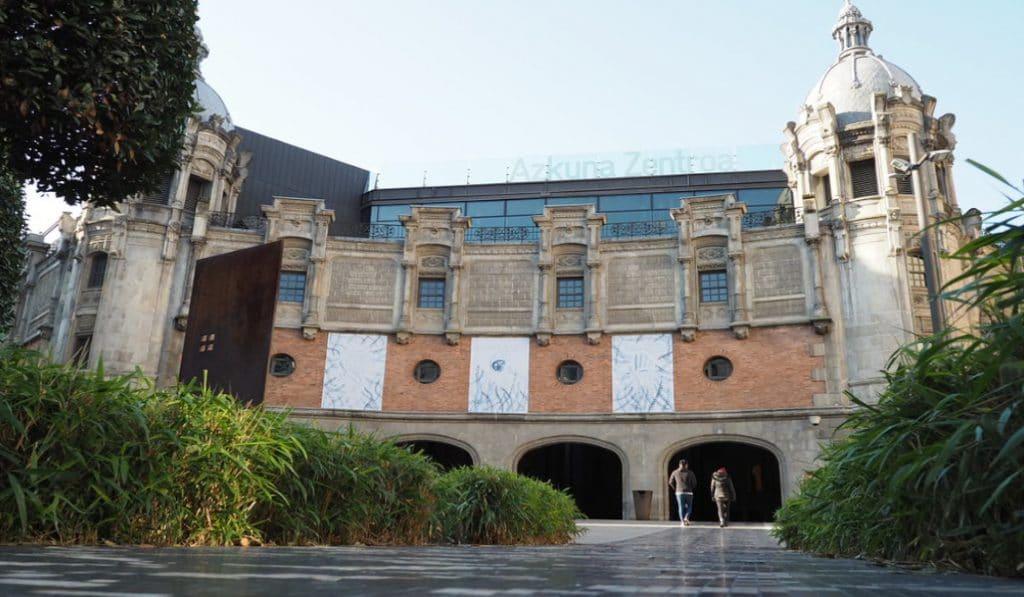 Azkuna Zentroa: el centenario centro de la cultura bilbaína