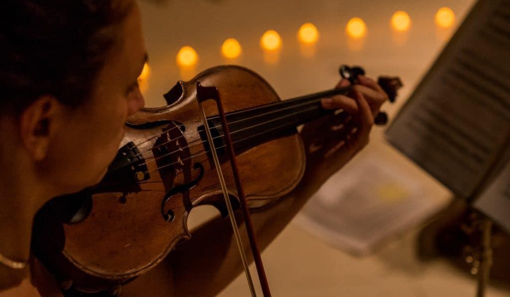 La música de Ennio Morricone a la luz de las velas en la Iglesia de la Encarnación