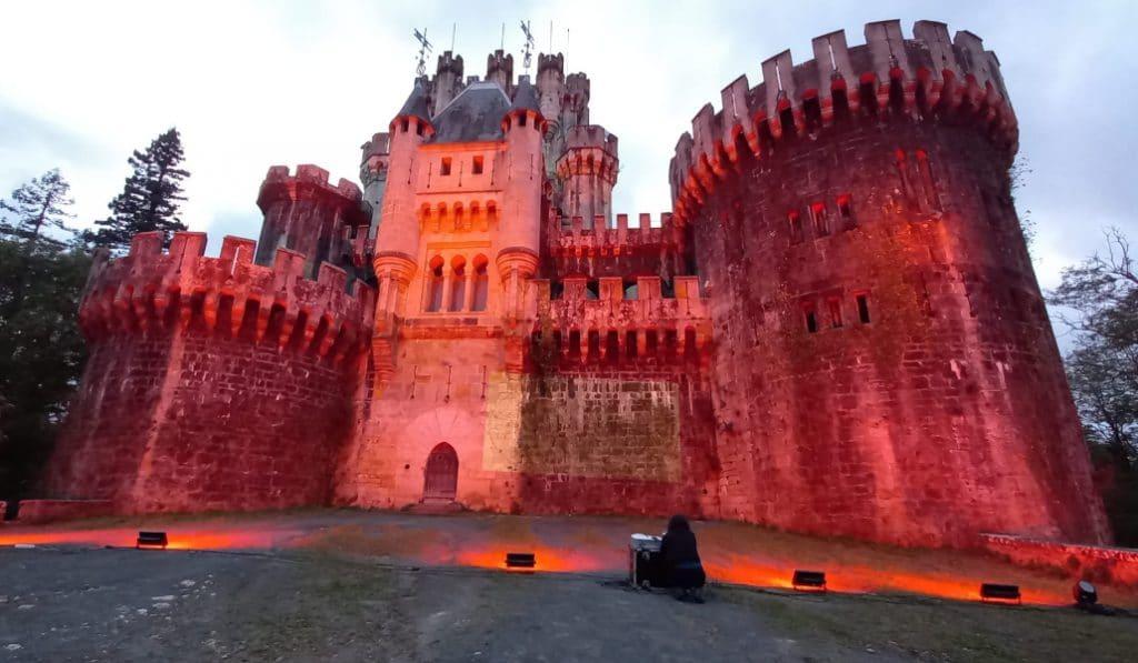 Euskadi se ilumina de rojo en apoyo a la cultura y los eventos