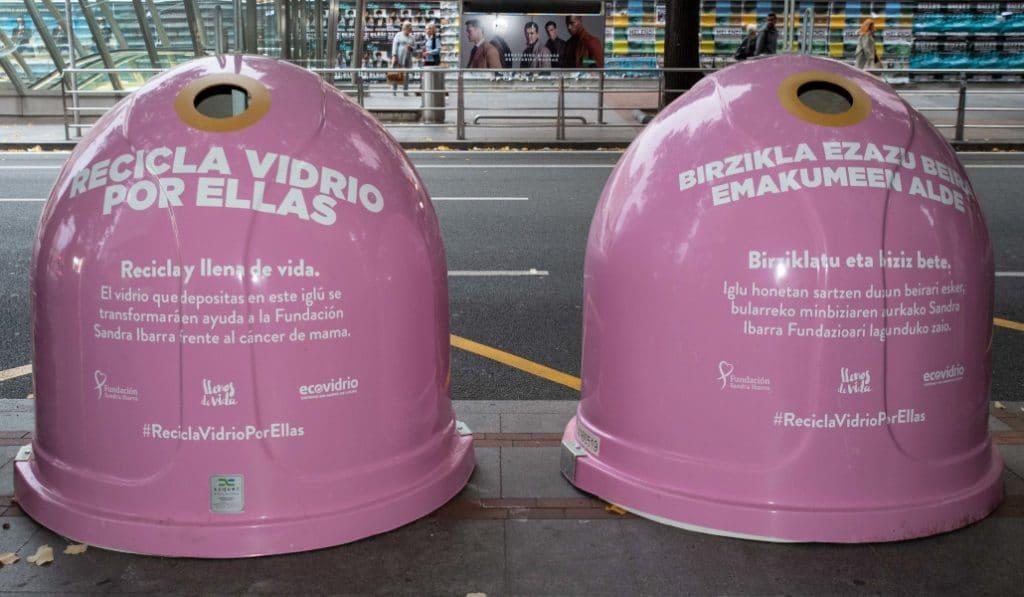 Bilbao instala contenedores rosas en el Día Mundial contra el Cáncer de Mama
