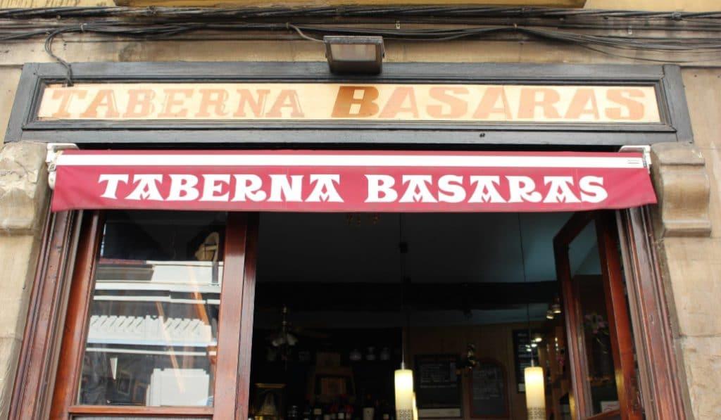 El bar más antiguo del Casco Viejo baja la persiana, cierra el Basaras