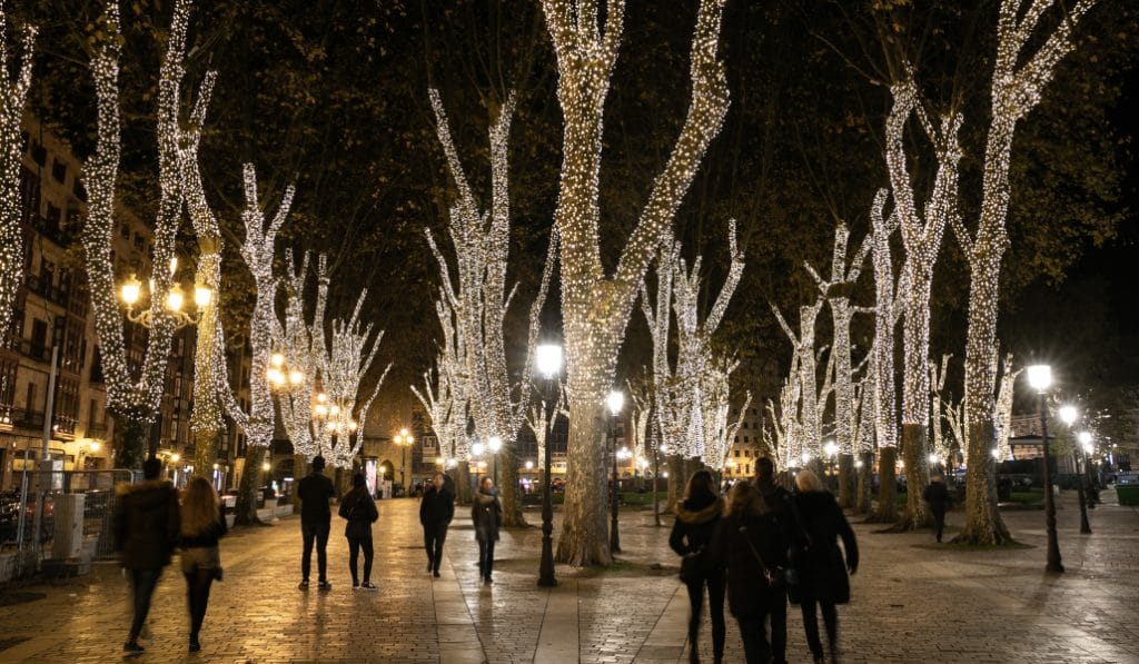 Bilbao comienza a instalar las luces de Navidad
