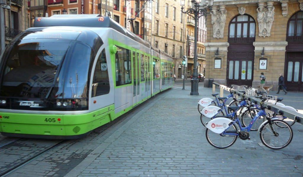 Bilbao es la segunda ciudad del país que más invierte en transporte público
