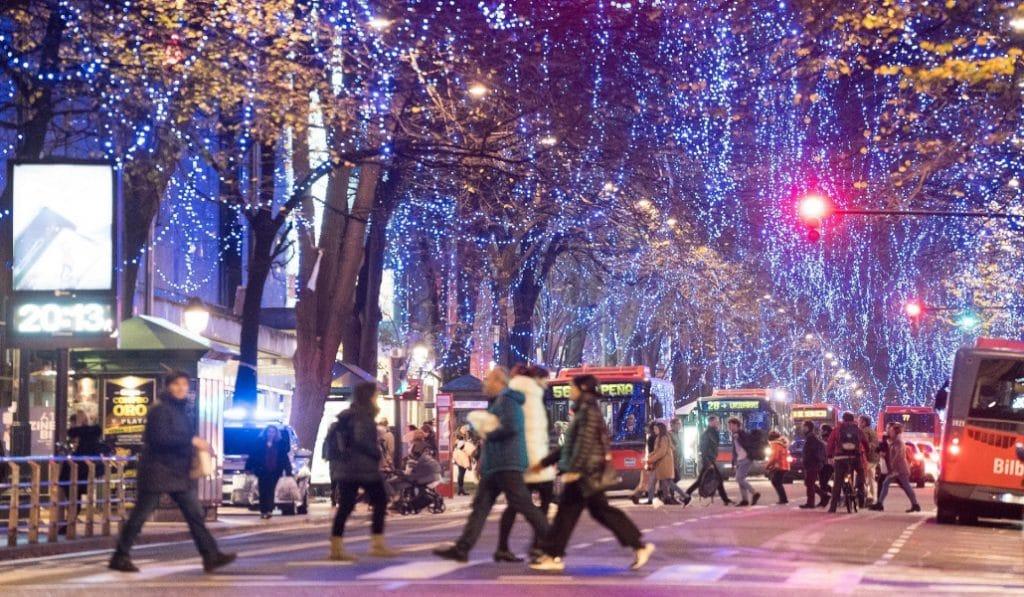 Nace una campaña que pide que el dinero de las luces navideñas se destine a los más necesitados