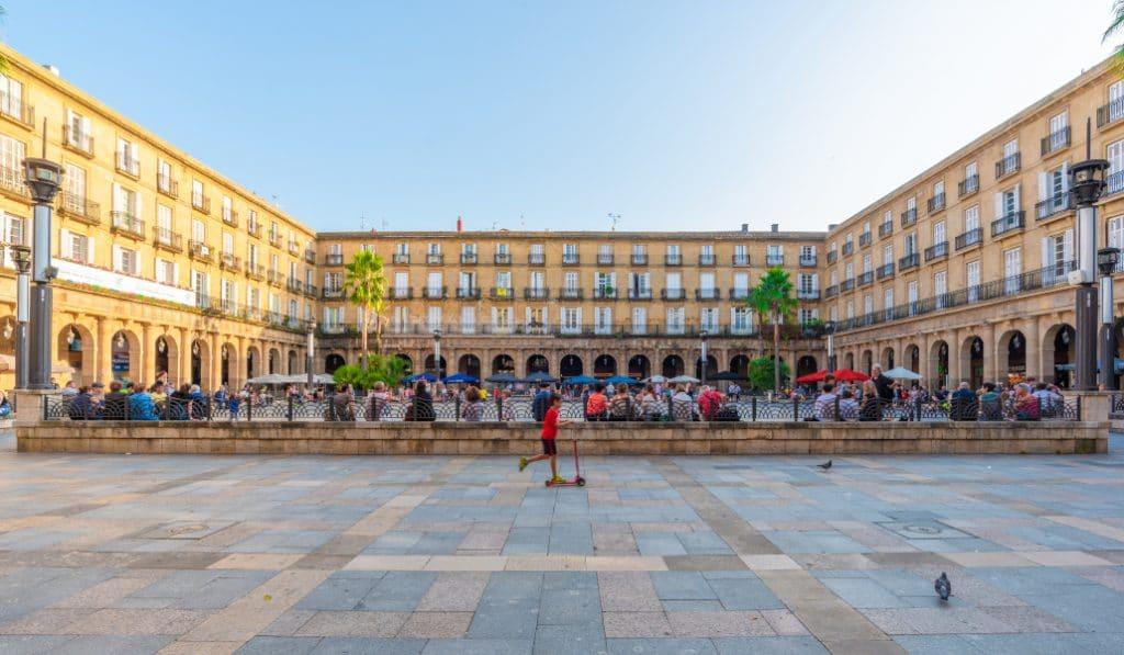 Así son las nuevas restricciones en Euskadi: cierre de hostelería y adelanto del toque de queda