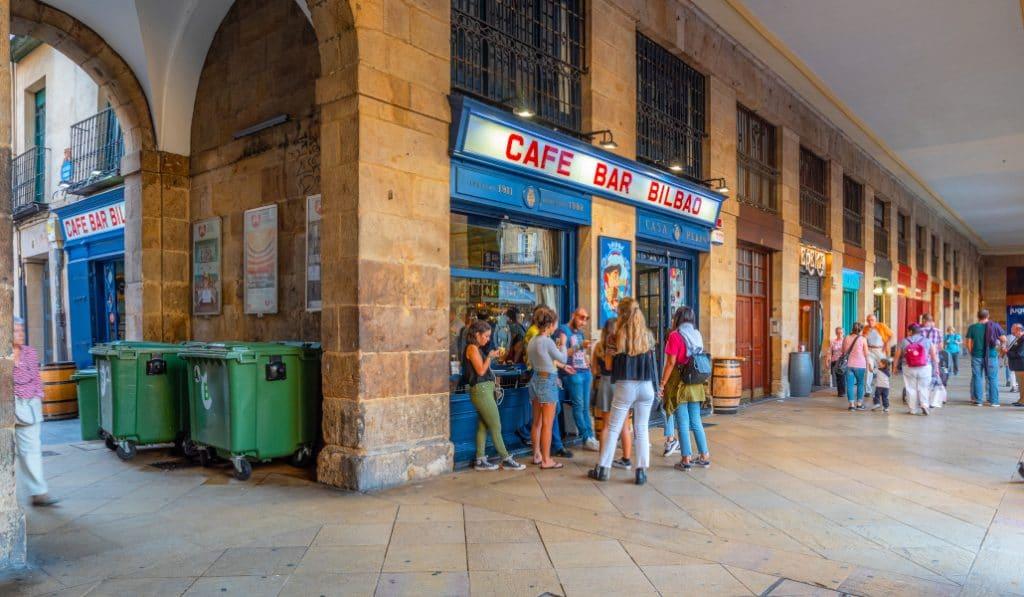 La hostelería vasca ya puede solicitar al Gobierno Vasco las ayudas de hasta 4.000€