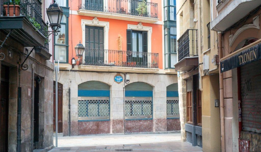 La hostelería de Bizkaia cuelga carteles de «Se vende» en sus establecimientos
