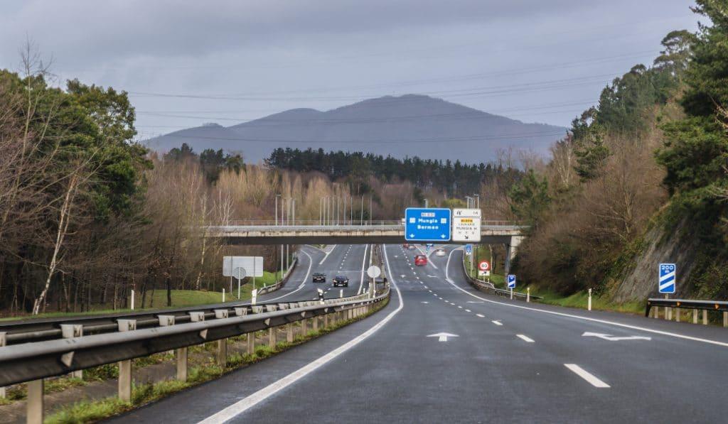 Euskadi vuelve al cierre perimetral de sus territorios y confina los municipios en alerta roja