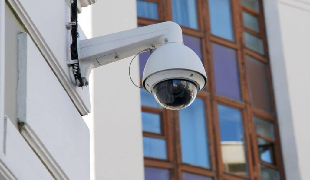 Instalan cámaras para vigilar el acceso de vehículos en el Casco Viejo