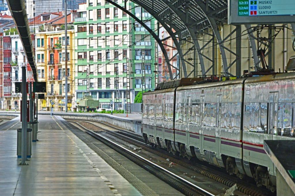 Renfe implanta una tarjeta sin contacto en todas las líneas de cercanías de Bilbao