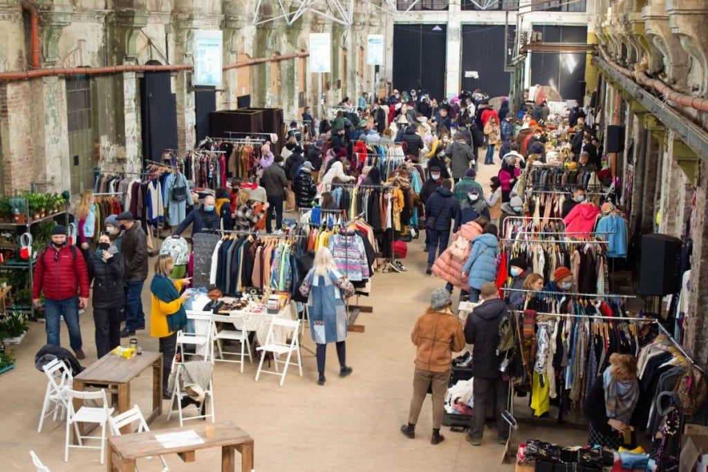 Llega a Bilbao el mayor mercado de ropa vintage por kilo de Europa