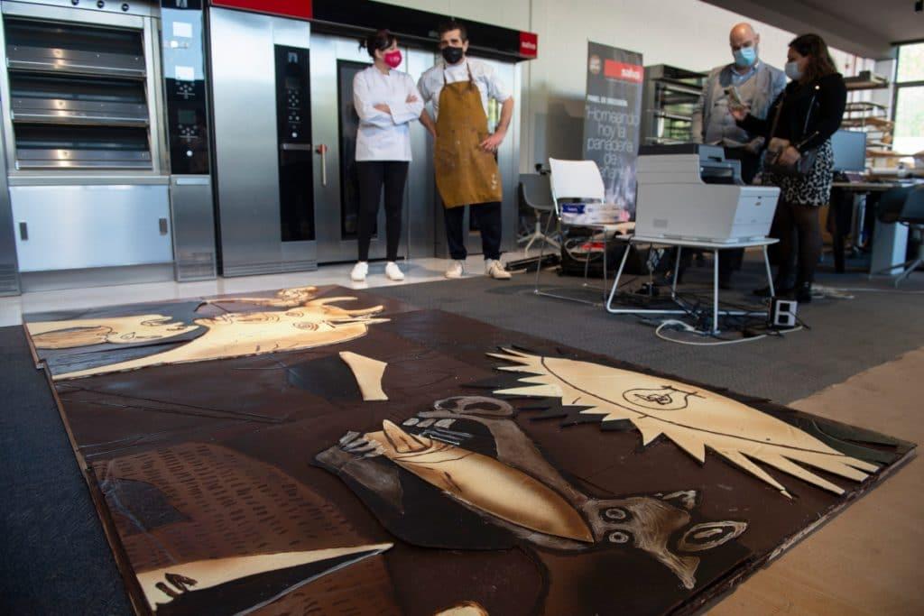 Crean un «Guernica» a tamaño real hecho con chocolate