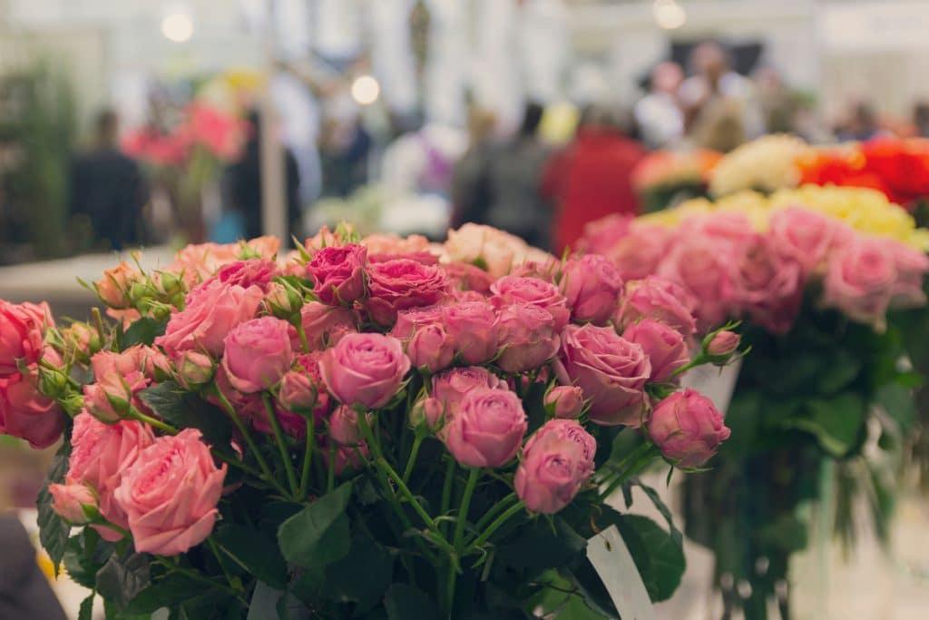 Llega a Bilbao una tienda de flores efímera en la que tú creas tu propio ramo