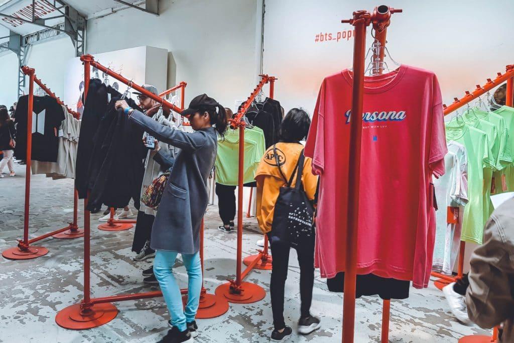 «Travel the store»: la tienda efímera de moda que tiene lugar en una agencia de viajes