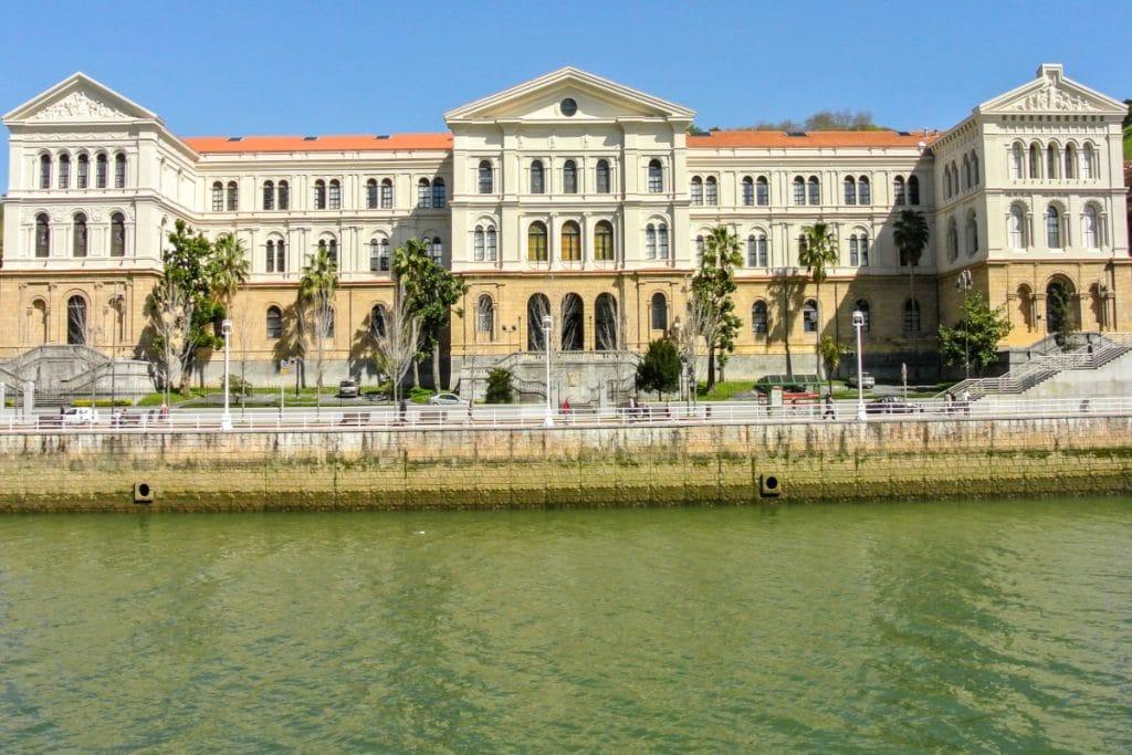 La Universidad de Deusto, entre las 10 mejores del estado