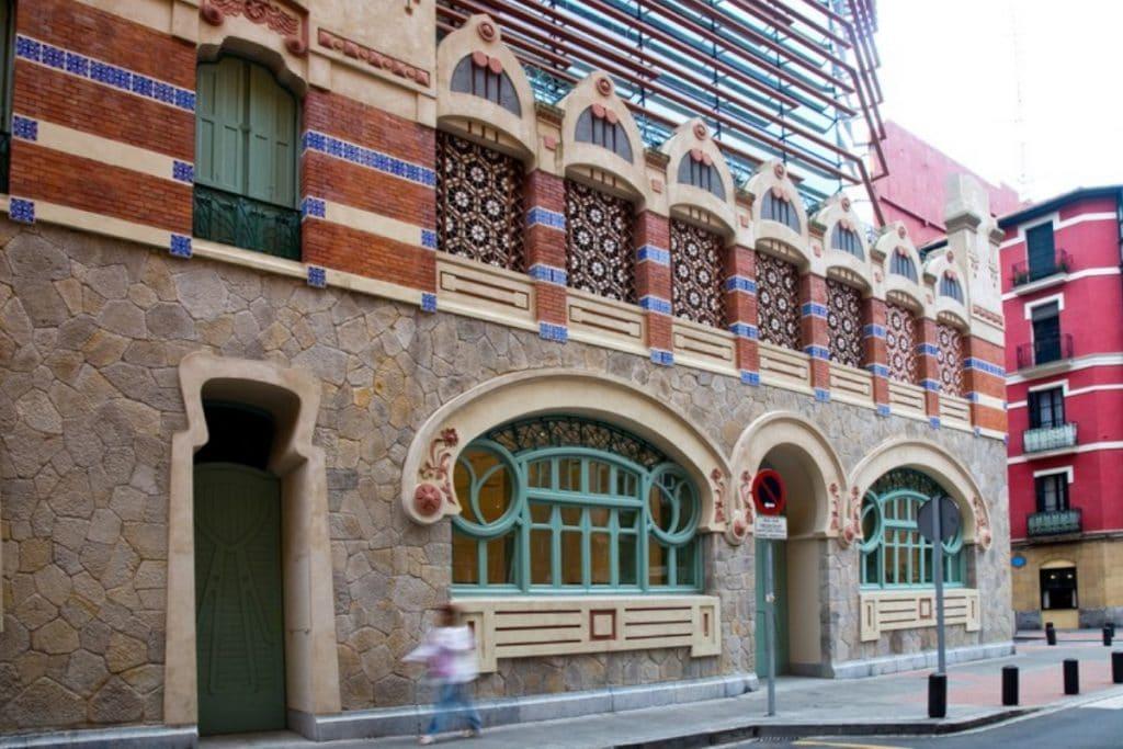 Centro Municipal de Castaños: un edificio modernista con pasado como lavadero