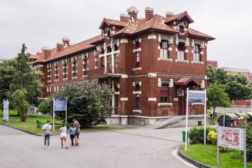 La UCI del Hospital de Basurto vuelve a estar libre de covid casi un año después
