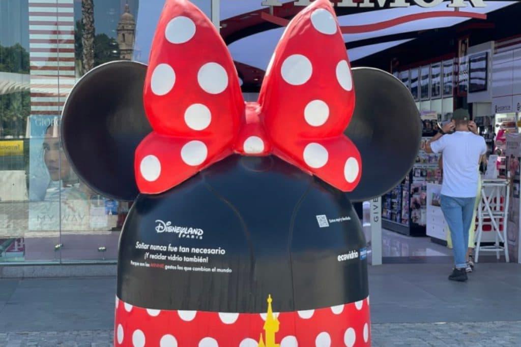 Llegan a Bilbao unos espectaculares contenedores diseñados por Disney