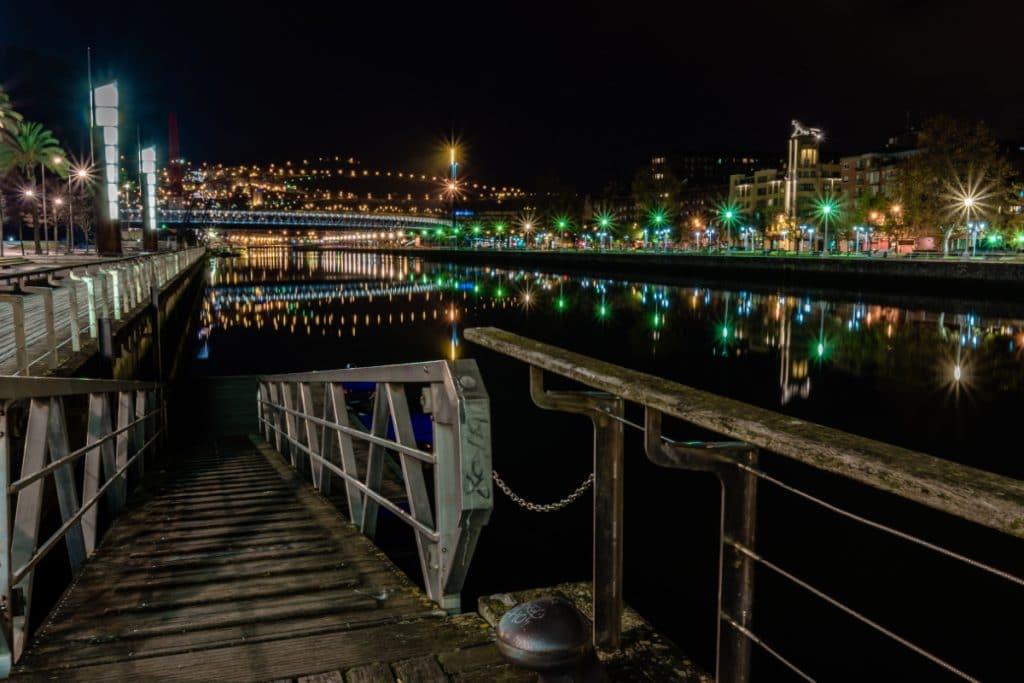 Euskadi prohíbe las reuniones nocturnas de no convivientes en espacios públicos