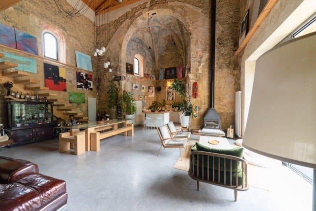 Una iglesia del siglo XVI reconvertida en vivienda: así es la casa más espectacular y atípica de Bizkaia