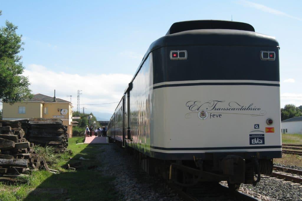 El Transcantábrico: un lujoso tren centenario que recorre el norte de España