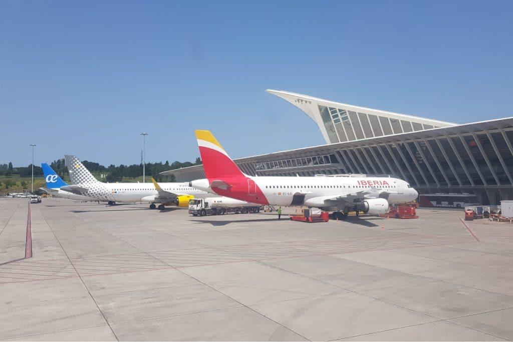 Fabrican en Bilbao el primer lote de biocombustible para aviones español a partir de residuos