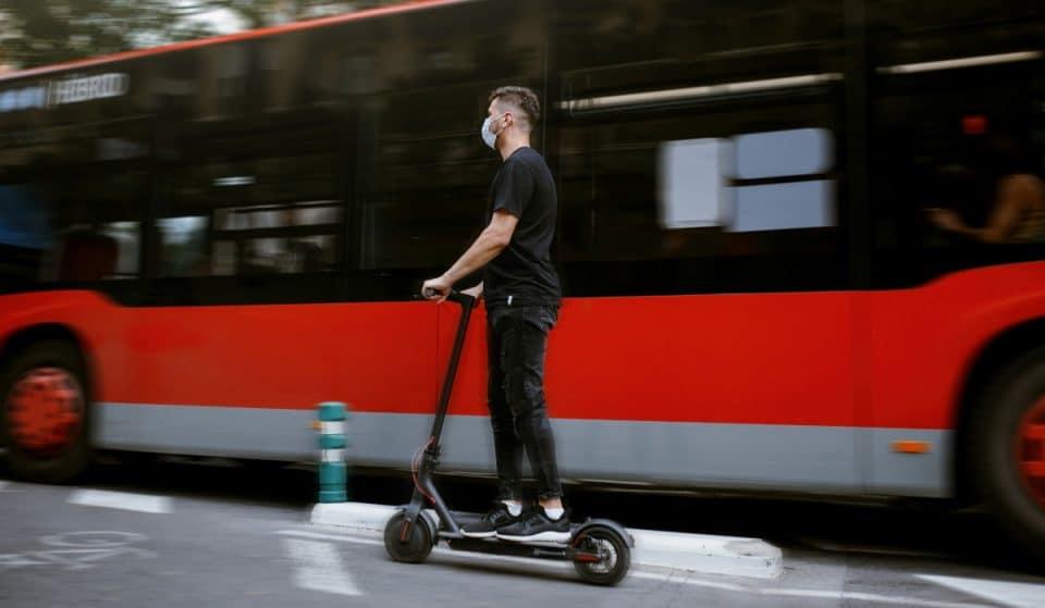 El dilema del patinete eléctrico: Bilbao apuesta por seguro, casco y chaleco obligatorios