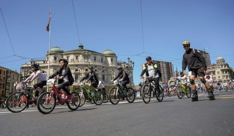 Bicicletada Bridgestone: pedaladas solidarias en Bilbao contra el cáncer