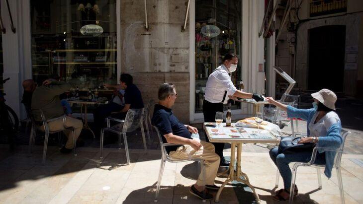 Déconfinement : bientôt un accord pour la réouverture des restaurants et cafés ?