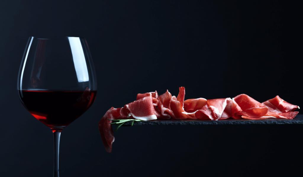 Pour les fêtes, l'Espagne vous fournit alcool et charcuterie à prix coûtant !