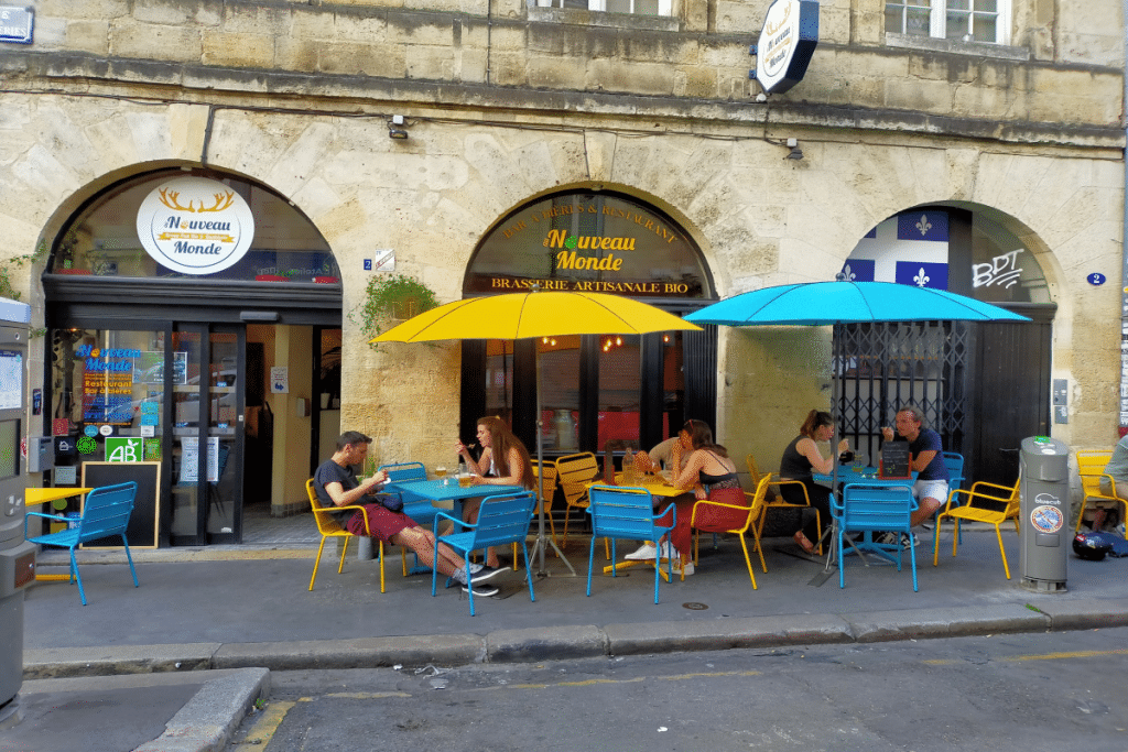 Au Nouveau Monde, le broue-pub bio et québécois, inaugure sa terrasse !