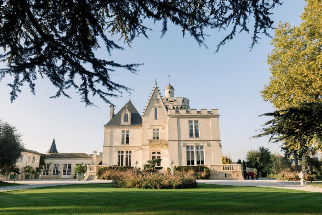 Le Château Pape Clément ouvre une terrasse éphémère dans sa cour !