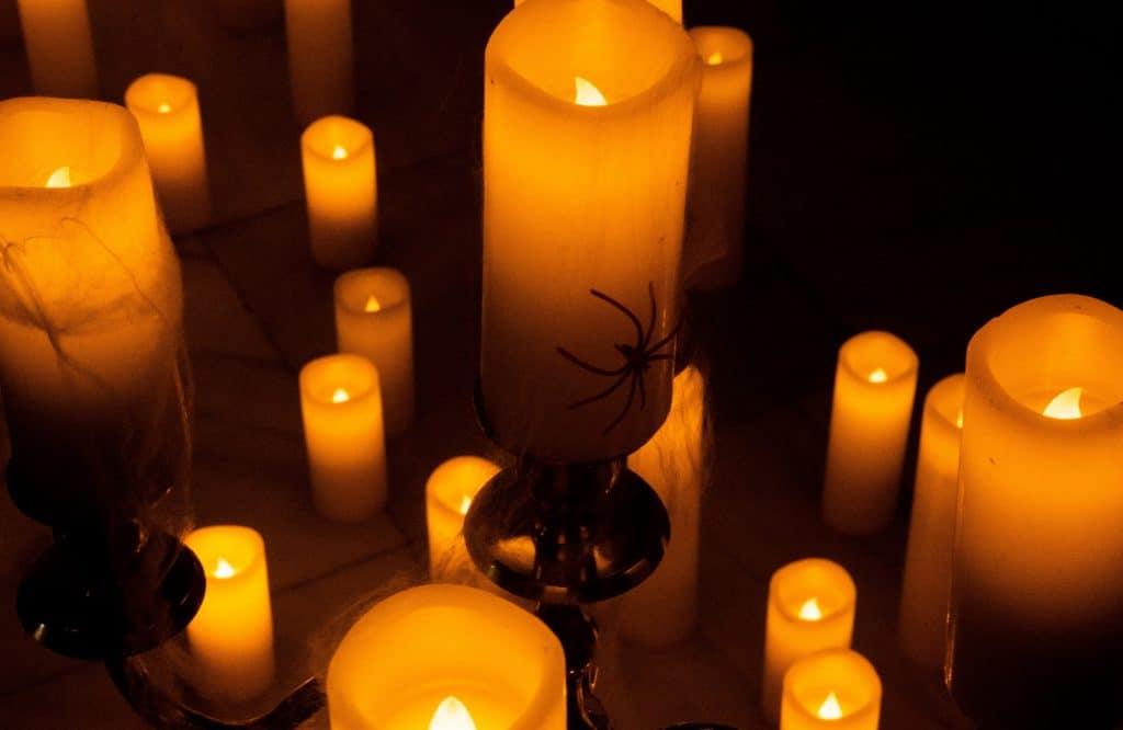 Fêtez Halloween en musique dans l'énigmatique Palais de la Bourse avec Candlelight !