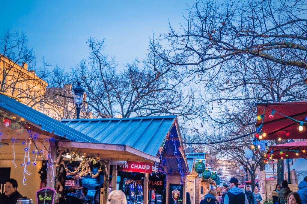 Le marché de Noël fait un retour triomphant à Bordeaux cette année !