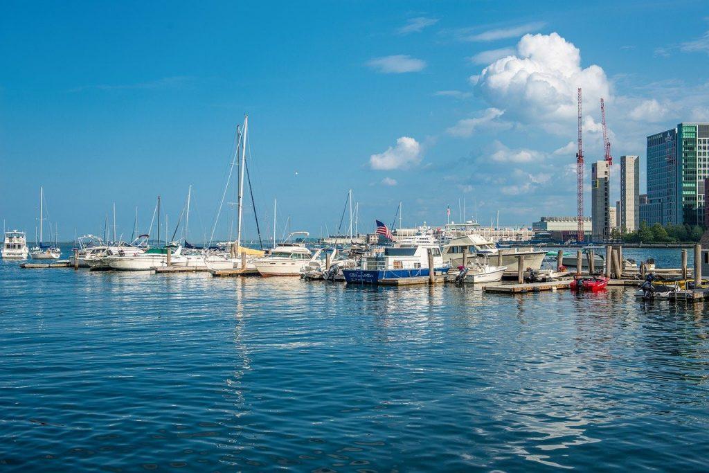 8 Wonderful Waterfront Dining Spots Around Boston