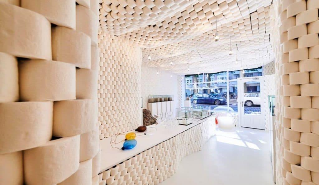 Une boutique éphémère faite de rouleaux de papier toilette à Bruxelles !