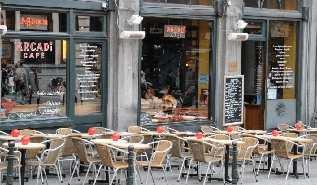 Coronavirus : les bars et cafés fermés à 23h, les commerces à 22h