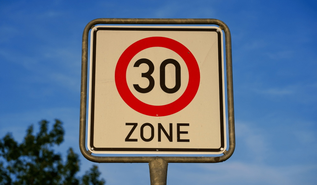 Zone 30 à Bruxelles : le PV ne passerait en réalité qu'à partir de… 46 km/h !