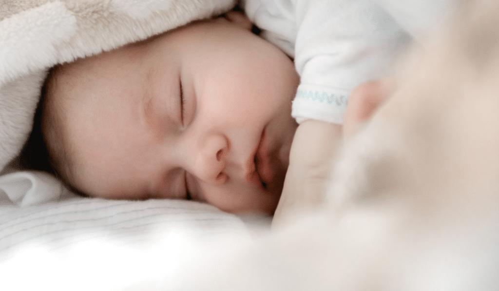 Coronavirus : le premier bébé d'une mère vaccinée né avec des anticorps