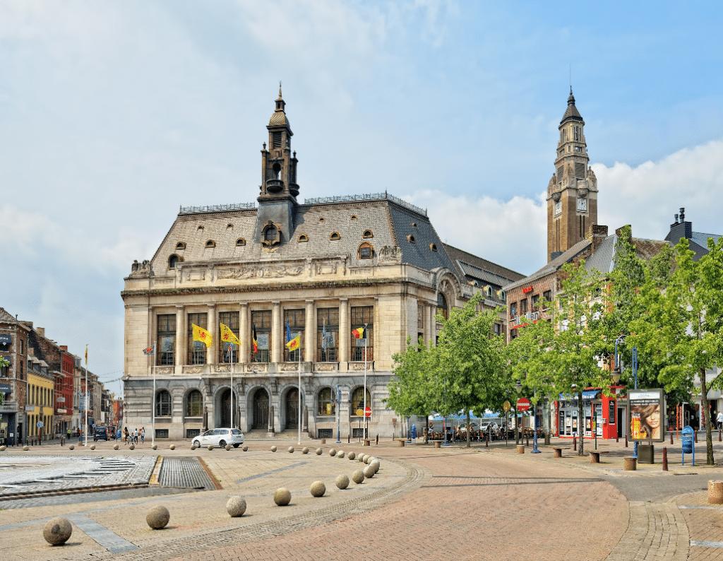 Insolite : Charleroi, élue ville la plus laide du monde, possède son propre safari-tour urbain !