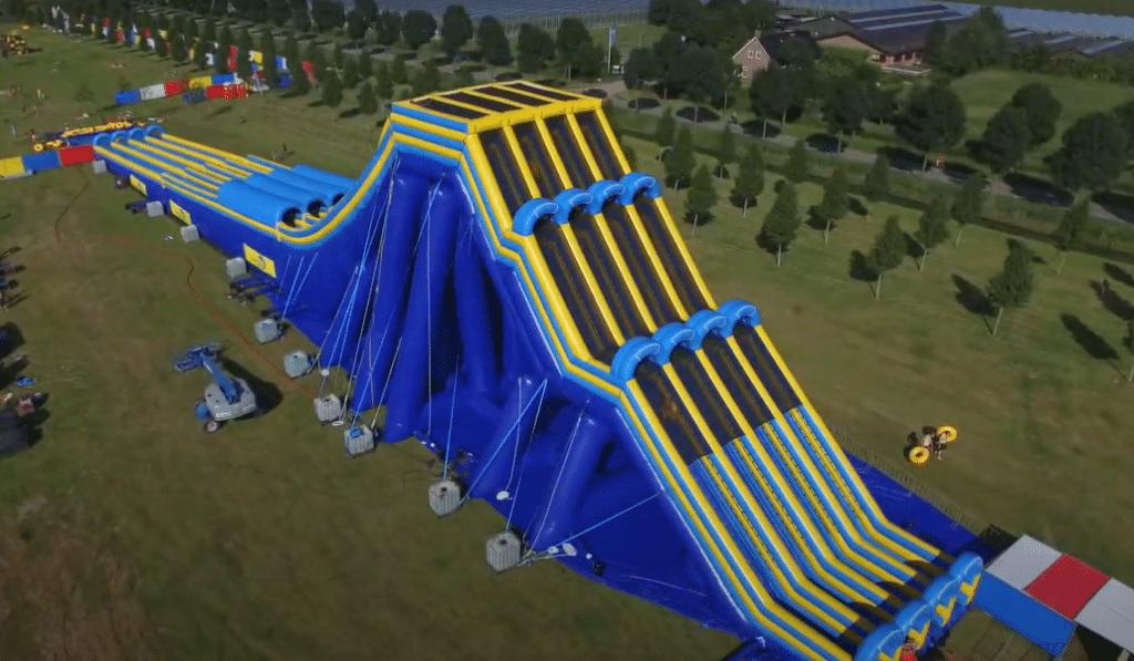 Le plus grand toboggan aquatique gonflable d'Europe pour la première fois en Belgique !