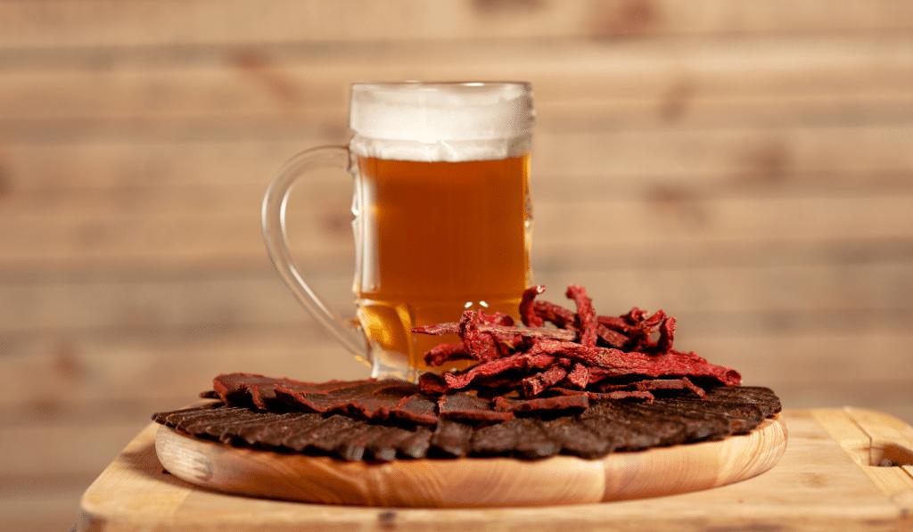 Insolite : un bar belge lance la bière… au bacon !