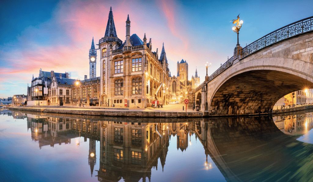 Deux bars belges élus parmi les 50 meilleurs rooftops du monde !