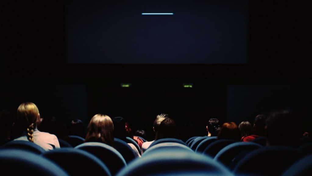 Renta una sala de cine para ti y tus amigos